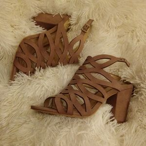 Vince Camuto tan dressy sandals